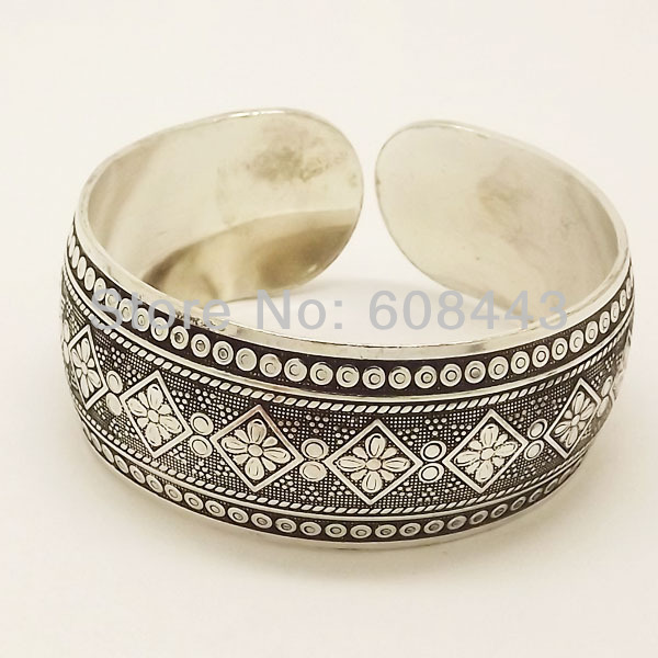 Gypsy Square Flower Metal Tibetan Silver vintage retro Fashion Cuff Bracelet Bangle Free Shipping for her(China (Mainland))