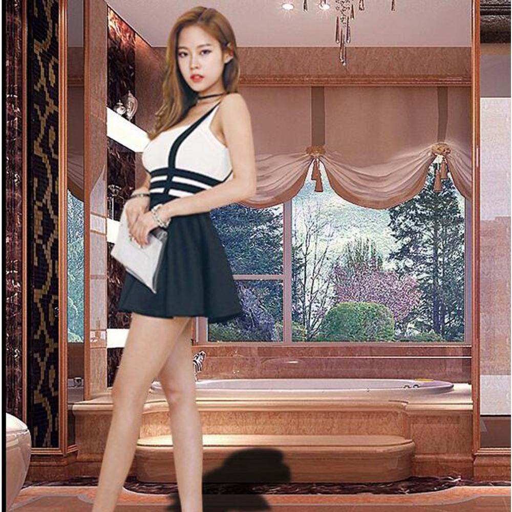 Русская девушка в крошечной мини юбке 27 фотография