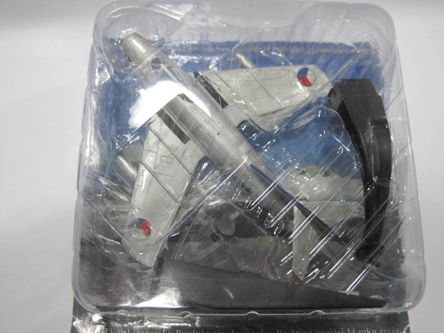 AMER COM 1/72 1954 MIG-15 15 MIG Thebes alloy military aircraft model(China (Mainland))