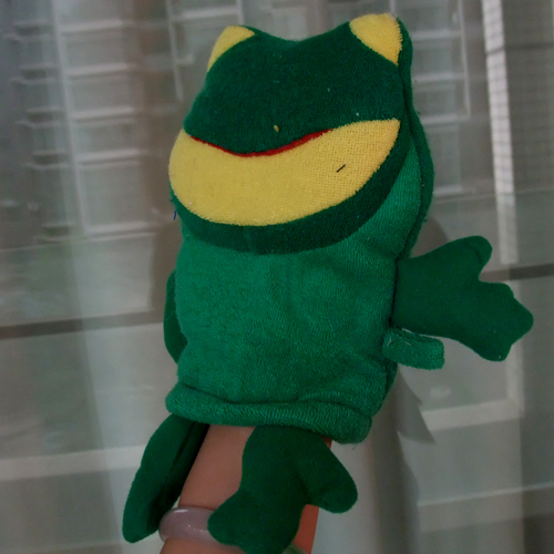 End of a single frog bath gloves puppet