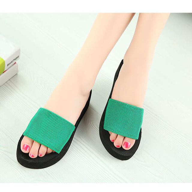 Женщины сандалии, тапочки 2015 новый летняя мода сплошной цвет сдобы сандалии, дом ...