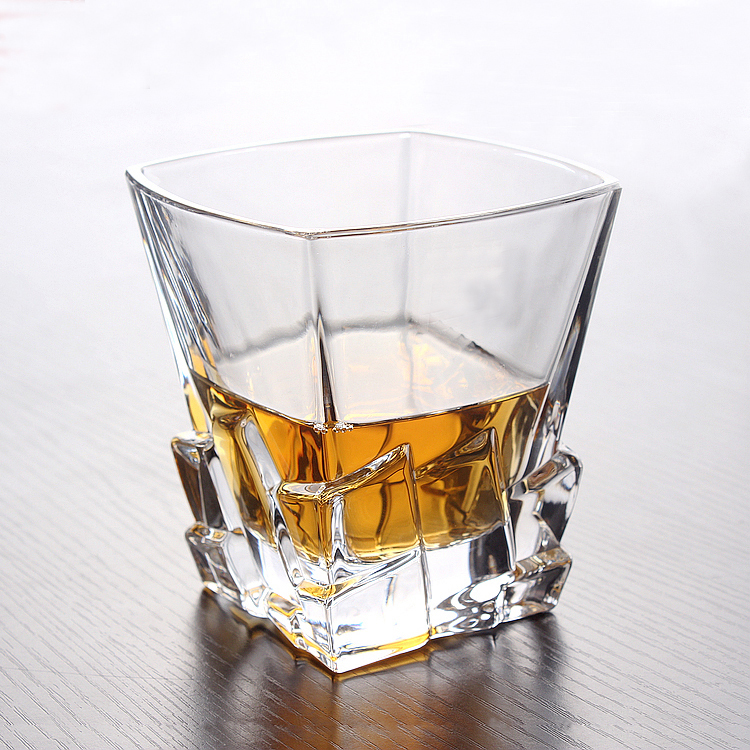 creative reliefs carved crystal whiskey glass cup. Black Bedroom Furniture Sets. Home Design Ideas