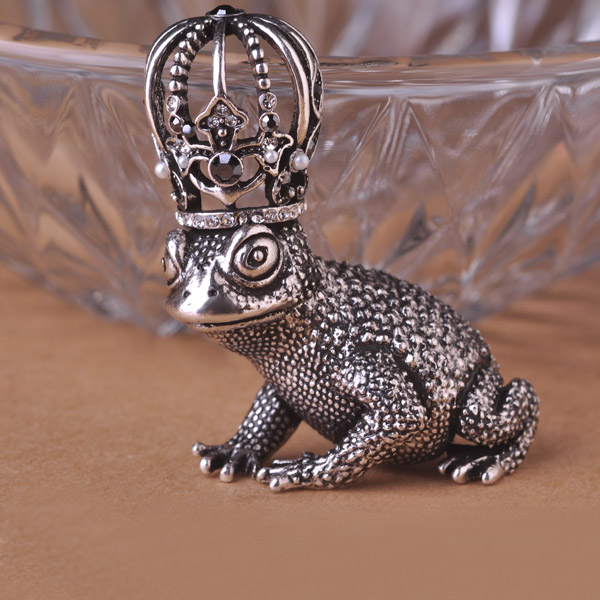 Crown Toad Moon King Brooches Amphibians Broches Hat Accessories Scarf Clip Party Shoulder Decoration Vintage Antique Silver uk(China (Mainland))