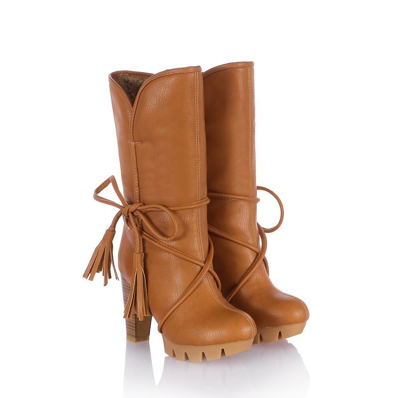 Сапоги коричневые со шнуровкой платформой и высоким каблуком. фото