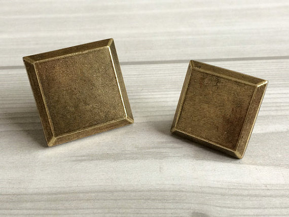 Square decorative dresser drawer knobs antique bronze for Square kitchen cabinet knobs