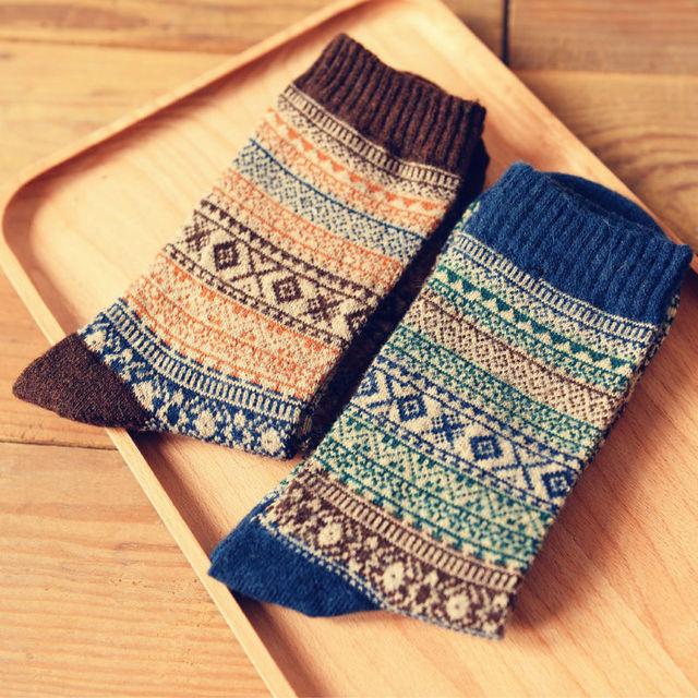 2015 новинка мужская ретро геометрические длинные носки новизны мужчины национальный толстые шерстяные Harajuku графический трубке носки сорняк чулок