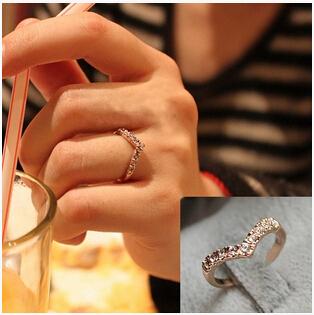 R296 2015 New Fashion V-shaped unique design inlaid imitation diamond pinkie ring Jewelry Wholesale(China (Mainland))