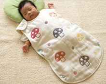 Infant Vest gauze sleeping bag Four layers gauze sleeveless printing sleep bag Snaps Anti kick quilt Mushrooms sleeping bag