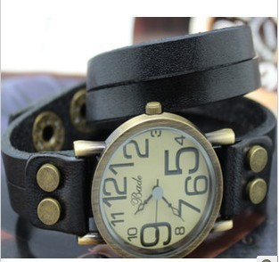 Factory Price 2012 Newest Fashion Wristwatches Hot Wholesale Womens Retro punk fashion double ring snap digital disc hand watch