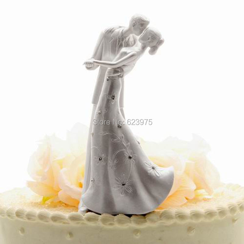 "KateMelon Wedding Cake Accessories ""Embrace"" Classic Couple Wedding Cake Topper in White, Wedding Cake Stand Accessory(China (Mainland))"
