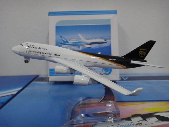 1:400 16cm Metal Airplane Plane Model Air Worldwide Services boeing B747 Airlines Aircraft Model Diecasts Toy gift Free Shipping(China (Mainland))