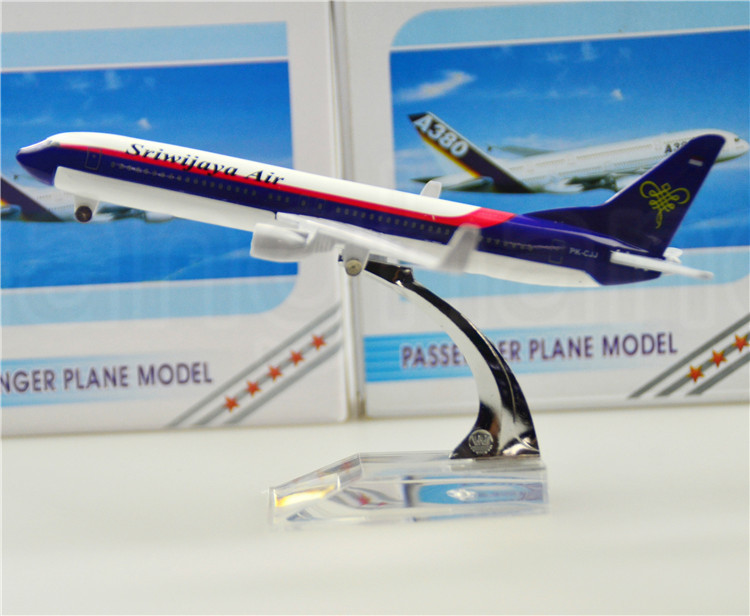 Indonesia Sriwijaya Boeing 737 16cm airplane models child Birthday gift plane models toys Free Shipping(China (Mainland))