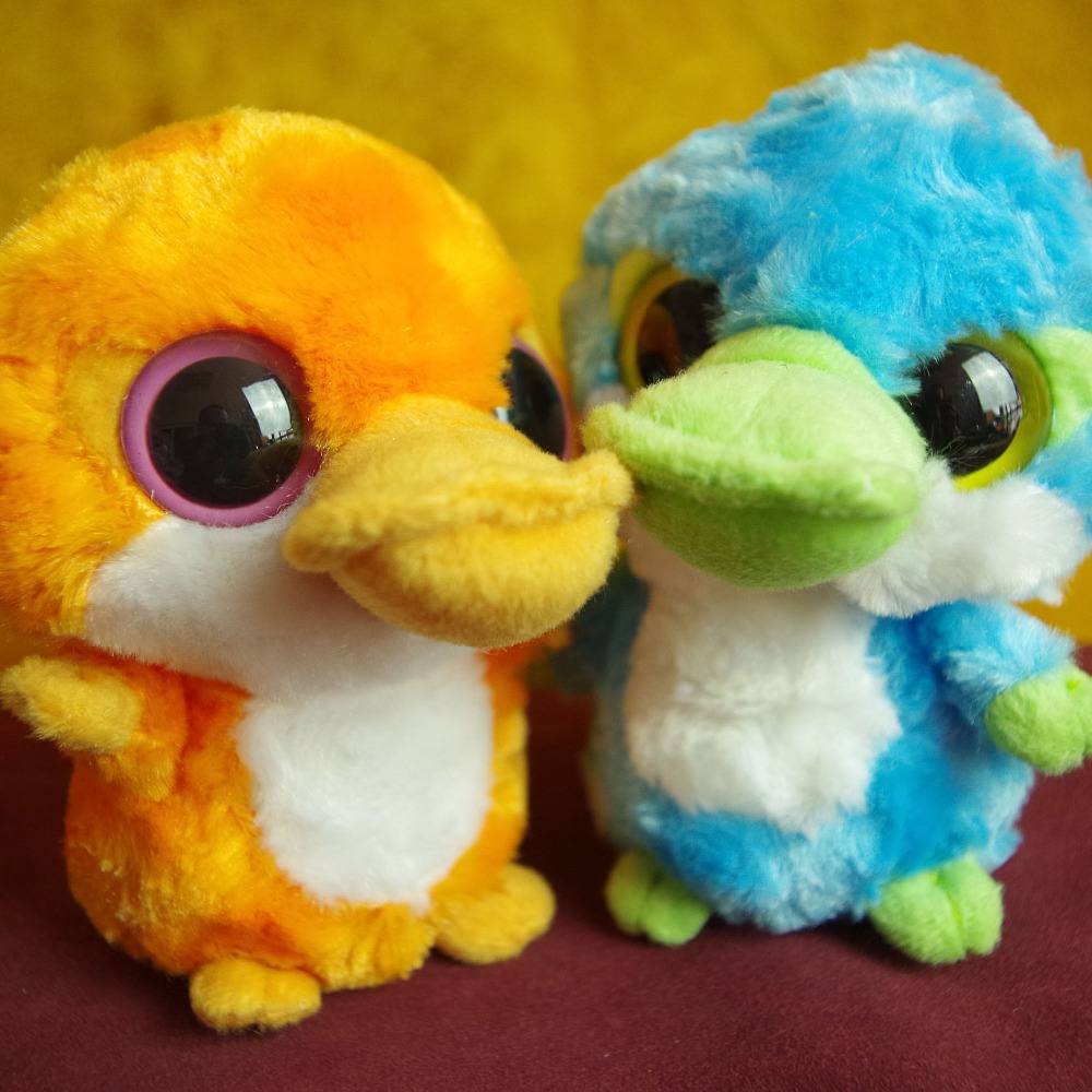 Pétrir les jouets en peluche de l'ornithorynque