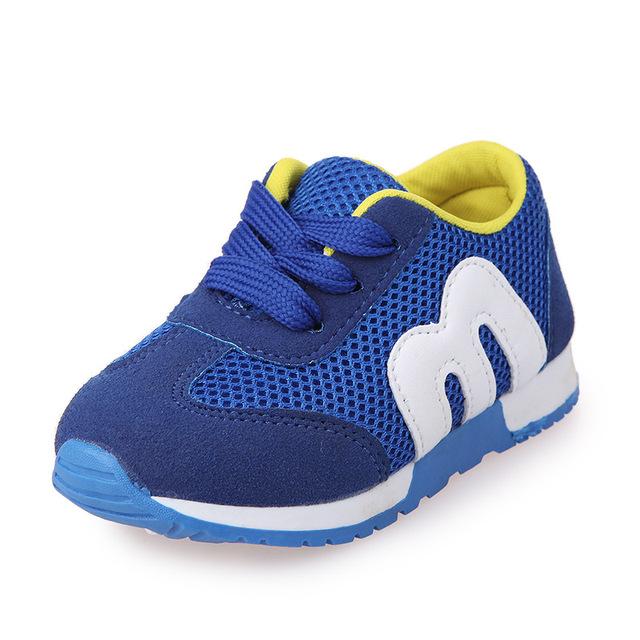 2016 Новая Коллекция Весна дети сетка Письмо m обувь девочек и мальчиков спортивная обувь противоскользящие мягкое дно дети кроссовки
