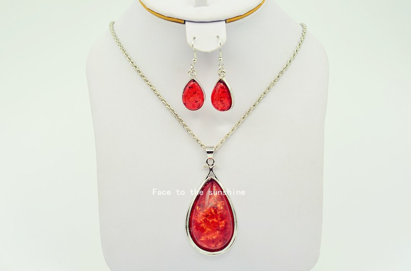 2015 New Model Contracted Imitation Amber Necklace free shipping