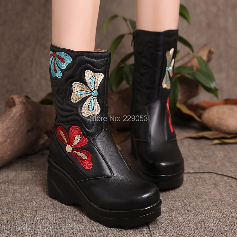 Ethnic leather women's boots embroidered flowers Slope with thick crust First layer of leather Middle boots Cotton boots()