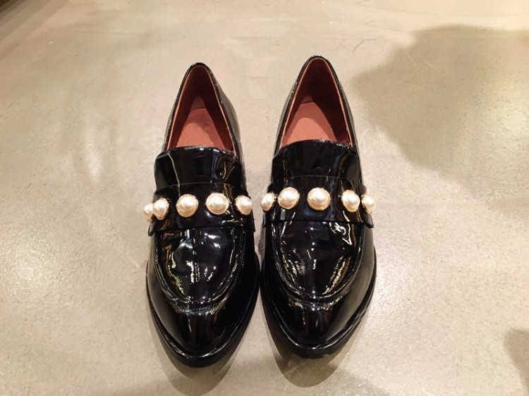 Patent leather Vintage Flat Oxford Shoes Woman Flats 2017 Fashion pearl British style Brogue Oxfords women shoes moccasins
