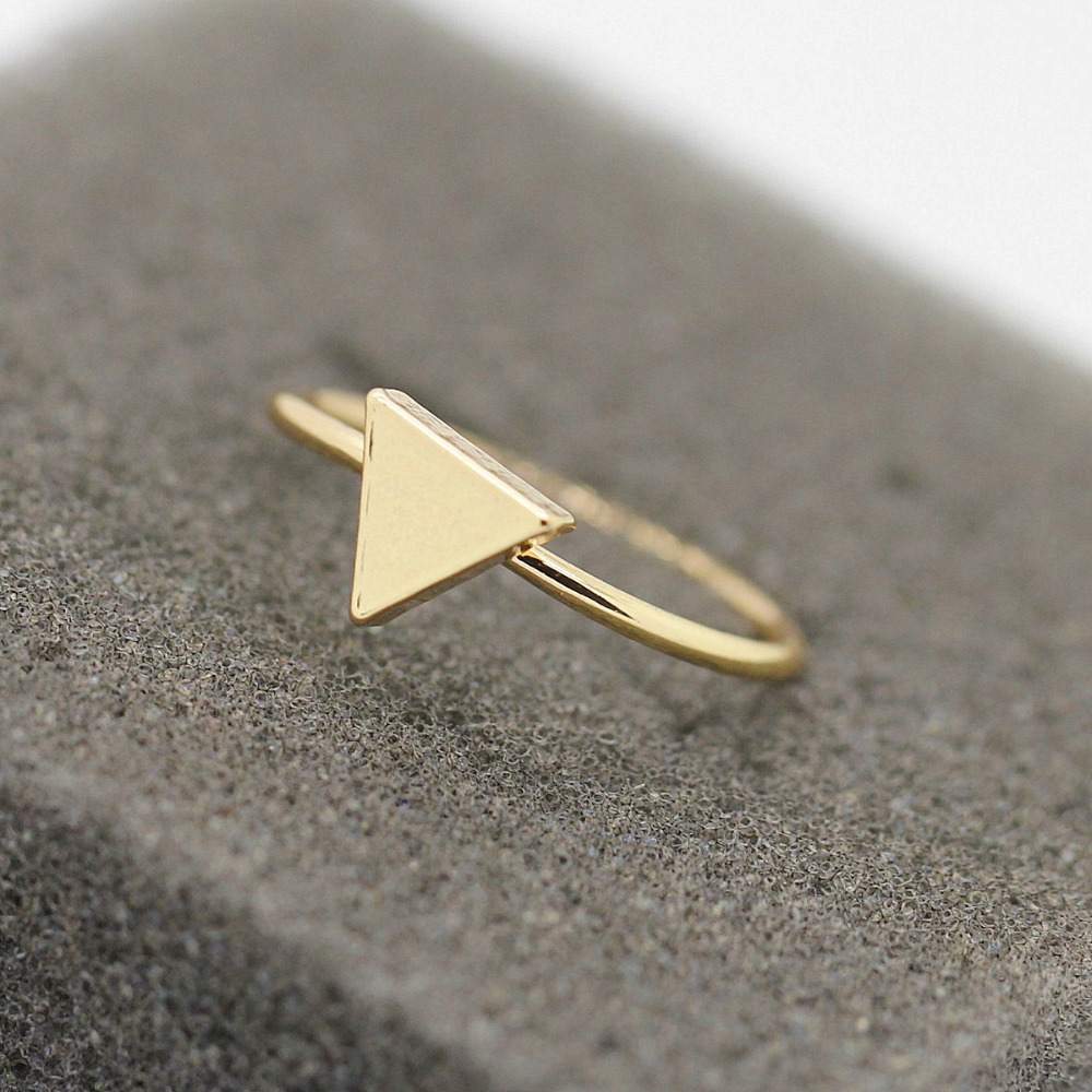 Free shipping Fashion jewelryFashion women gold white black very fine copper casting triangle ring ring(China (Mainland))