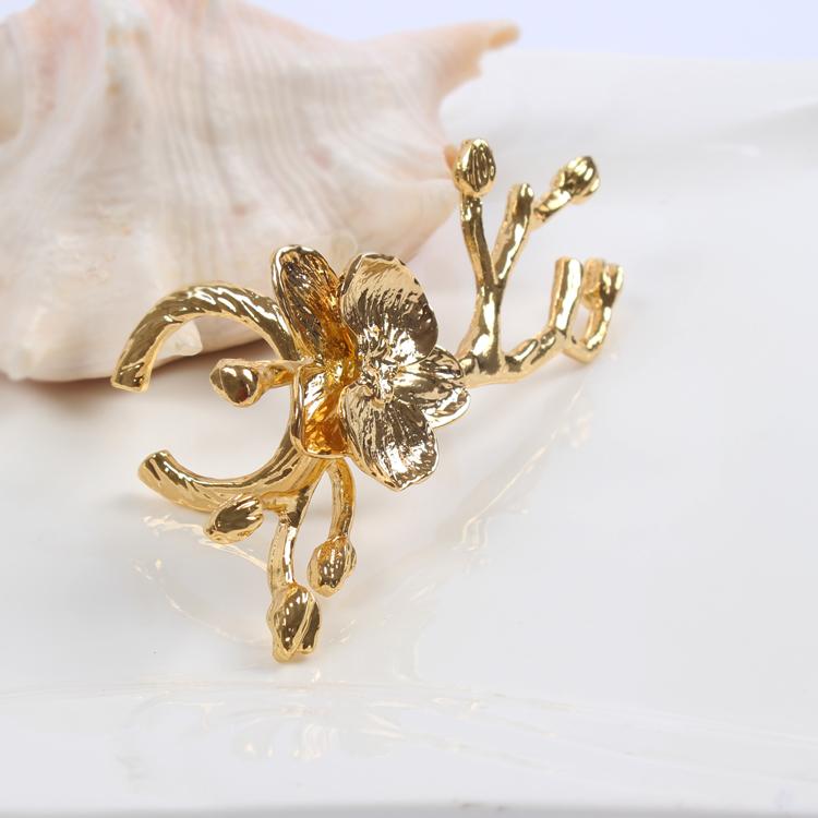 1pcs High grade gold plum napkin ring wedding hotel napkin buckle napkin ring wedding ornaments in