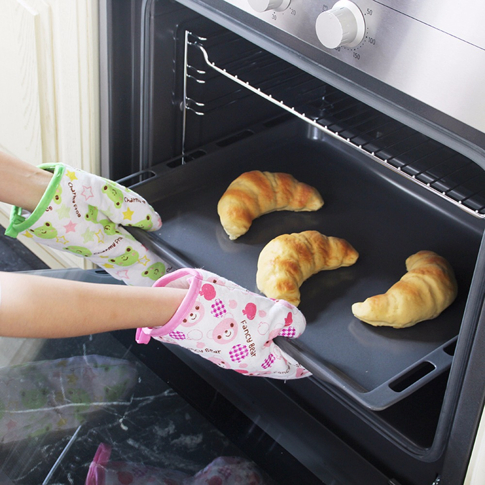 Thicken High Temperature Resistant Microwave Oven Gloves Heat Insulation Kitchen Gloves 25*15 CM Color Random Sold(China (Mainland))