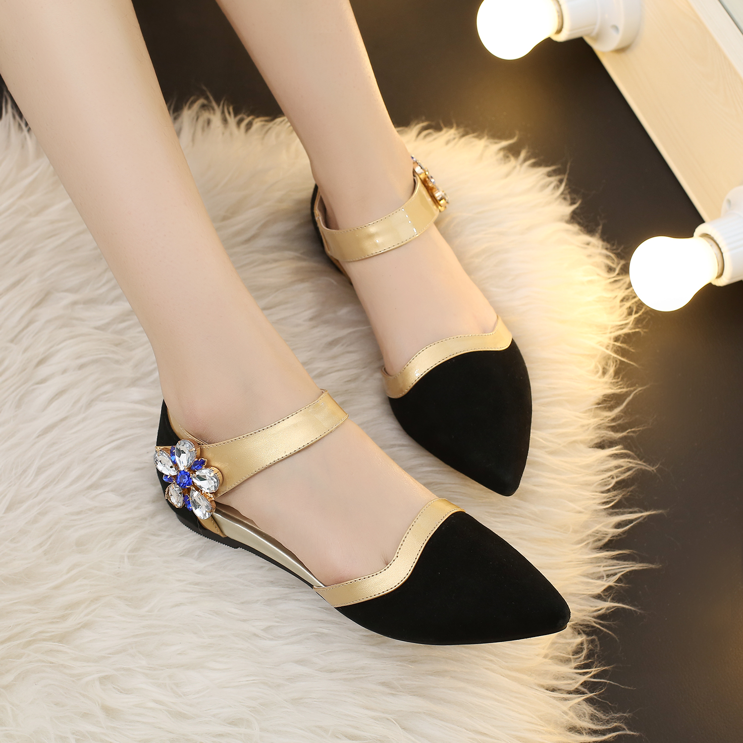 Fashion Flats Sandals Rhinestone Flower Hook Gold Silver Womens Sexy Pointed Light Weight Nubuck Leather Summer Shoes Casual<br><br>Aliexpress
