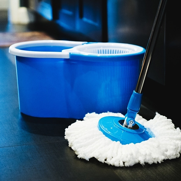 Practical House Cleaning Mops 360 Degree Rotating Spin Mop Bucket 2 Microfiber Heads Spinning Easy Magic Mops Set Hot Sale(China (Mainland))