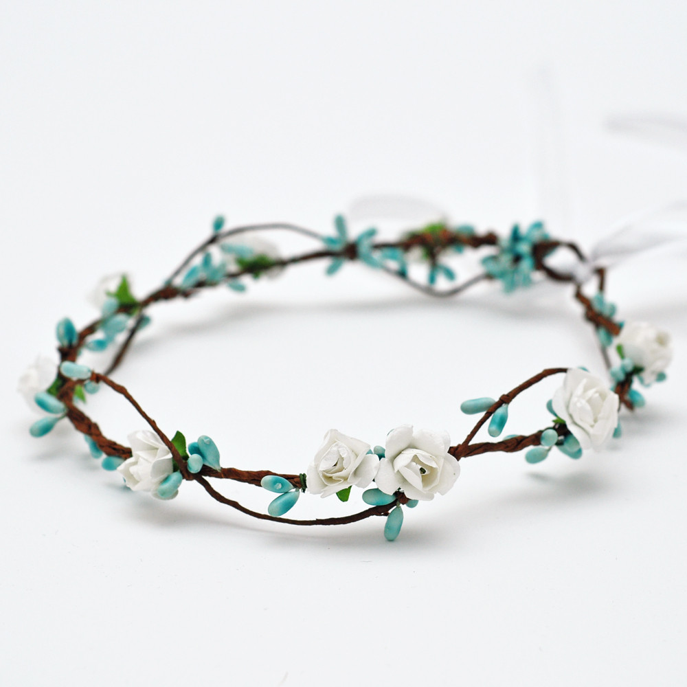 2018 New Arrival Dainty Delicate White Rose And Baby Blue Pip Berries  Flower Crown Headband Floral Circle Hair Accessories   Us668