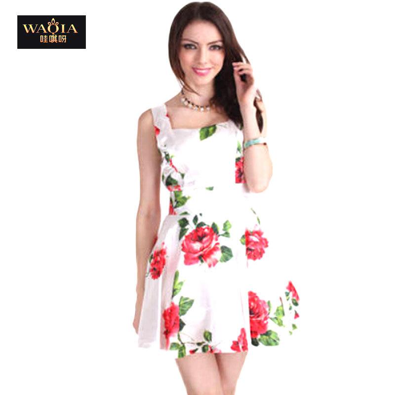 Vestido corto blanco con flores
