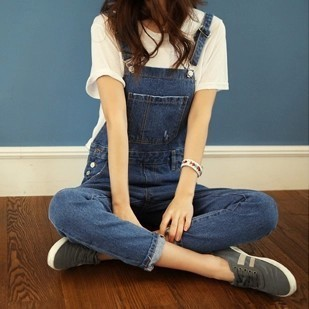 New 2015 denim bib pants loose casual spaghetti strap jeans female trousers jumpsuit /overalls&rompers high fashion A206(China (Mainland))