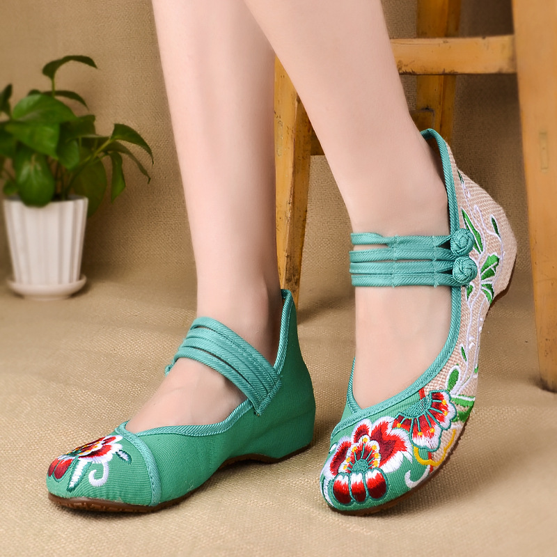 2015 spring new styl fashion old custom shoes embroidered shoes women folk style lace shoes dancing shoes with comfortable slope(China (Mainland))