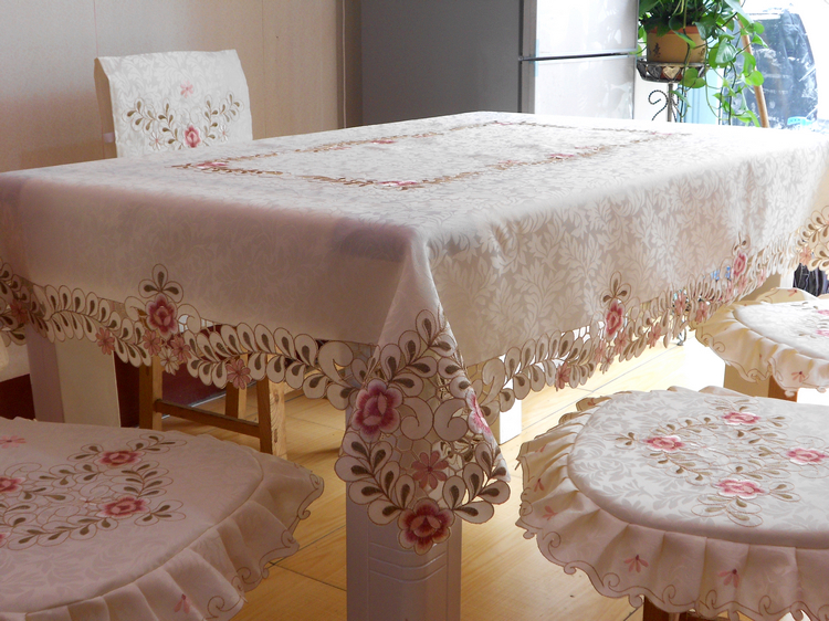 Classic embroidered tablecloth,dining table cloth,wedding tablecloths size 140x200cm,Free Shipping(China (Mainland))