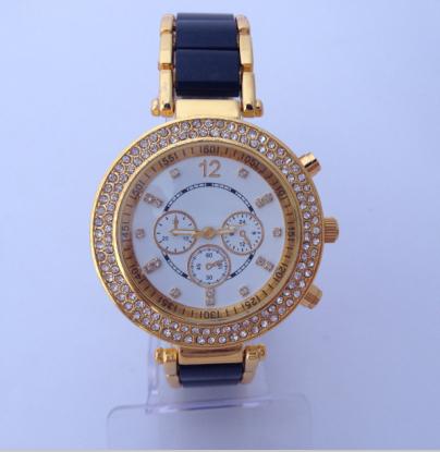 Diamond encrusted bracelet quartz watch shell dial luminous pointer Ceramic alloy strap Ms leisure watches business