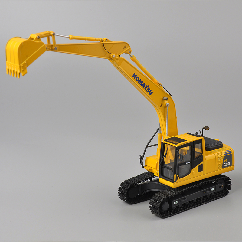 KOMATSU 1:50 Scale PC200 Type Yellow Excavator Diecast Model Best Gifts Decorations Engineering Vehicle Models(China (Mainland))