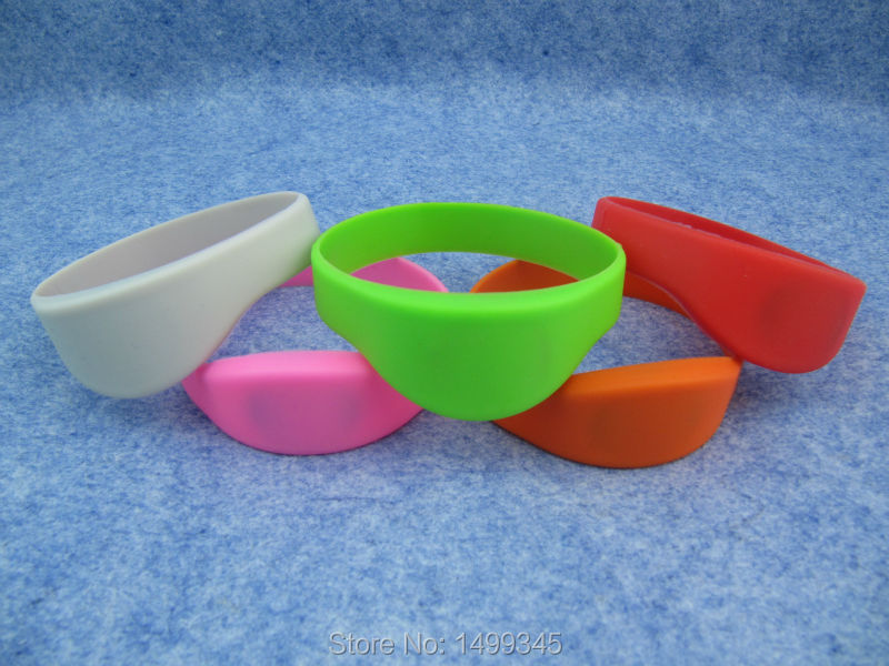 New 100pcs/lot 13.56MHz RFID Silicone Wristband ISO14443A Bracelet Waterproof NFC Classic MF1K S50 Card for Access Control<br>