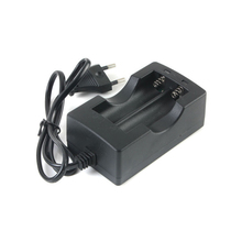 1pcs 18650 lithium battery flashlight dedicated dual-slot smart charger charger EU or US plug