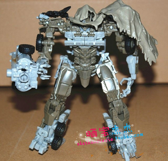 17cm Megatron 3C Domestic Voyager Deformation Robot Dark of the Moon Action Figures boy's birthday toy Without original box gift(China (Mainland))