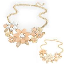 Béžový náhrdelník s kamínky ve tvaru květin ve třech barvách z Aliexpress