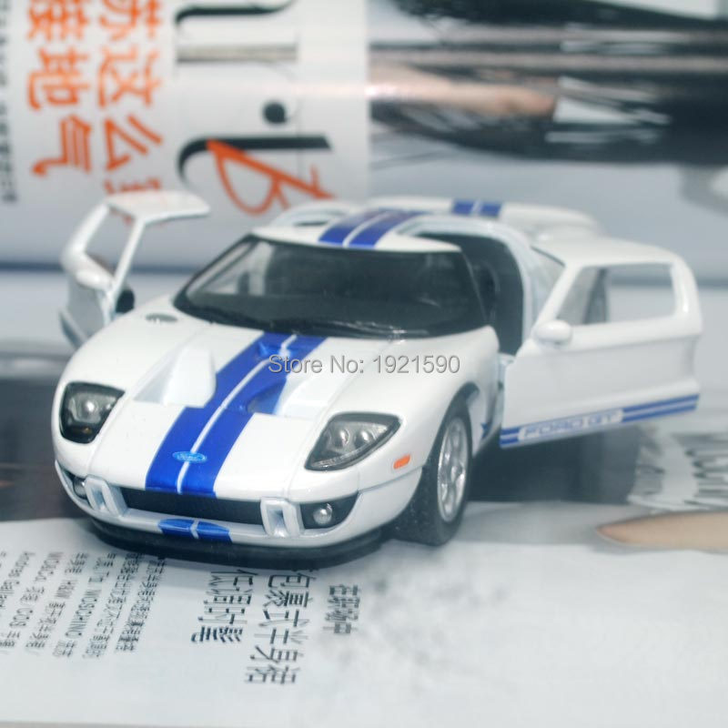 Brand New KINGSMART 1/36 Scale USA 2006 Ford GT Diecast Metal Pull Back Car Model Toy For Gift/Collection/Kids(China (Mainland))