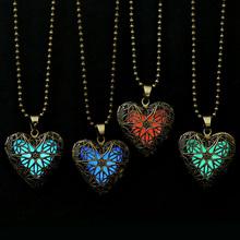 2016 nueva declaración de la joyería del Neclace ahuecan hacia fuera del corazón que brillan en la oscuridad largo collar de collar de mujer collar Glowing collar del resplandor medallón