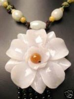 NATURAL WHITE JADE CRAVE FLOWER PENDANT NECKLACE
