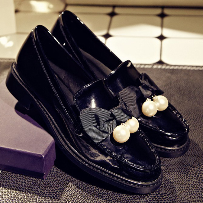 Free Shipping HOT 2015 Womens Flats Patent Leather Slip-On casual Genuine Leather Fashion Black Bowtie flats for women <br><br>Aliexpress