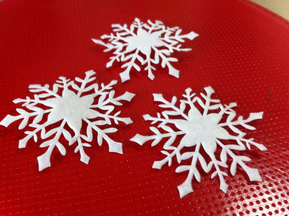 100pcs BIG 70mm Glitter White Snowflakes Appliques Pre-cut Felt Fabric Snow Flakes Patches for Christmas Decor,Winter Party(China (Mainland))