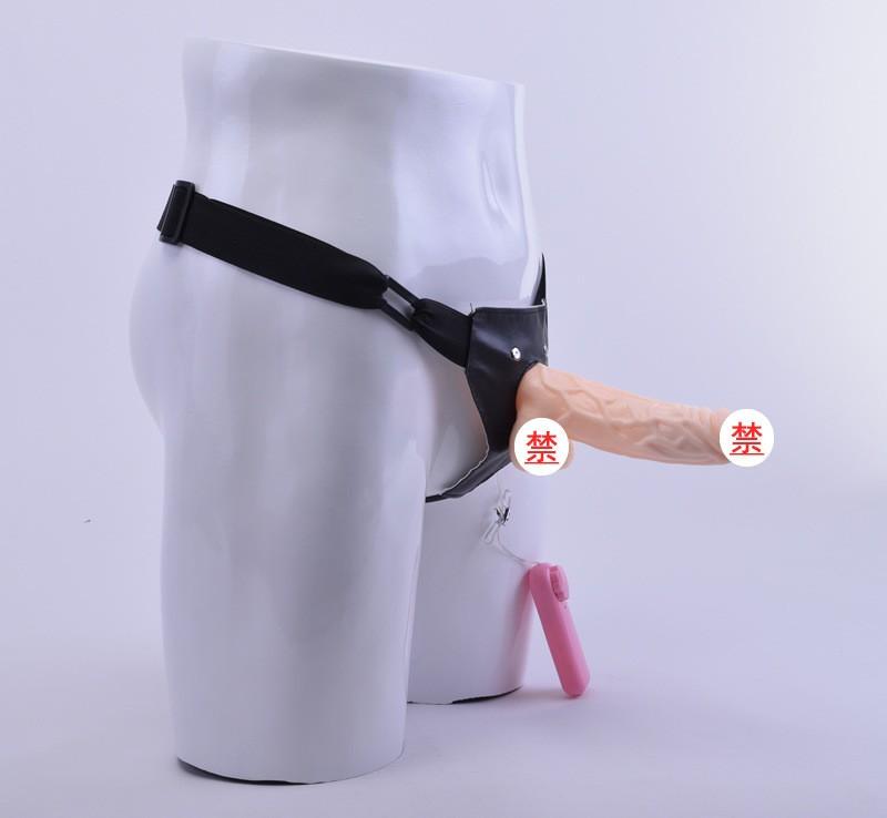 Le sexe anal avec des amateurs sur le harnais -