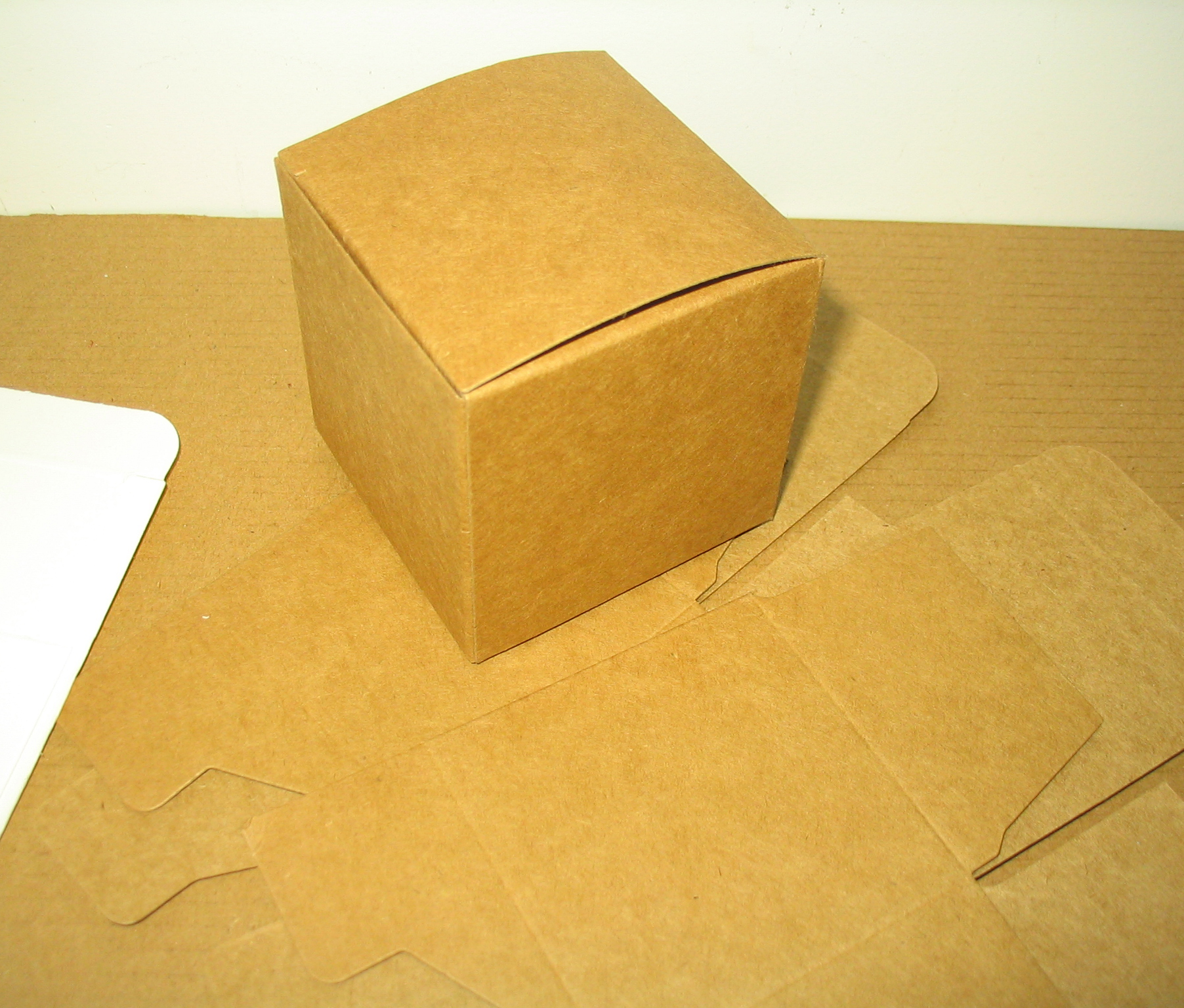 100pcs/pack: 3x3x3cm cute small beautiful carton Jewelry Box kraft paper packaging boxes Cosmetics and valve tubes package(China (Mainland))