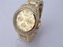 El nuevo 2015 ginebra relojes de los pares. de lujo con incrustaciones de diamantes pulsera reloj de pulsera. ocio reloj de cuarzo. envío gratis