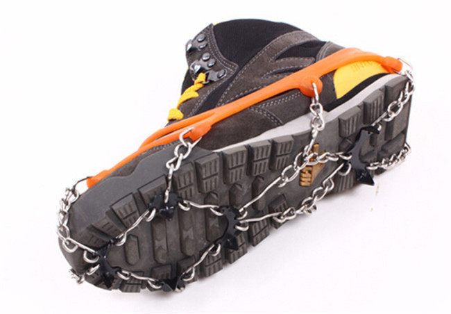 1Pairs Ice Gripper Outdoor Crampons Antiskid Shoe Covers Climbing Claw Snow Hiking Ski Shoes Nail Chain 8 Toothed PA871596(China (Mainland))