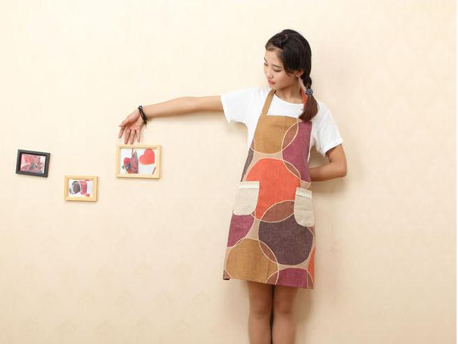 100pcs/lot wholesale 71*65cm cotton kitchen apron for woman with pockets Baking Cleaning(China (Mainland))