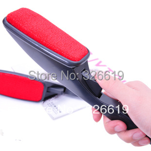 Free shipping clothes manual dry cleaning brush static brush clothes brush clothing dust rotating wool magic lint brush(China (Mainland))