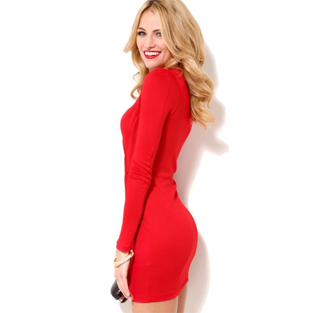 Девушка в платье с длинными рукавами фото