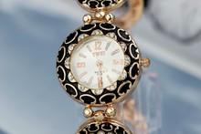 Alta calidad Rhinestone de cuarzo del reloj de la mujer 1 unid al por menor para mujer de aleación de Zinc pulsera relojes en blanco y negro Relogio Feminino